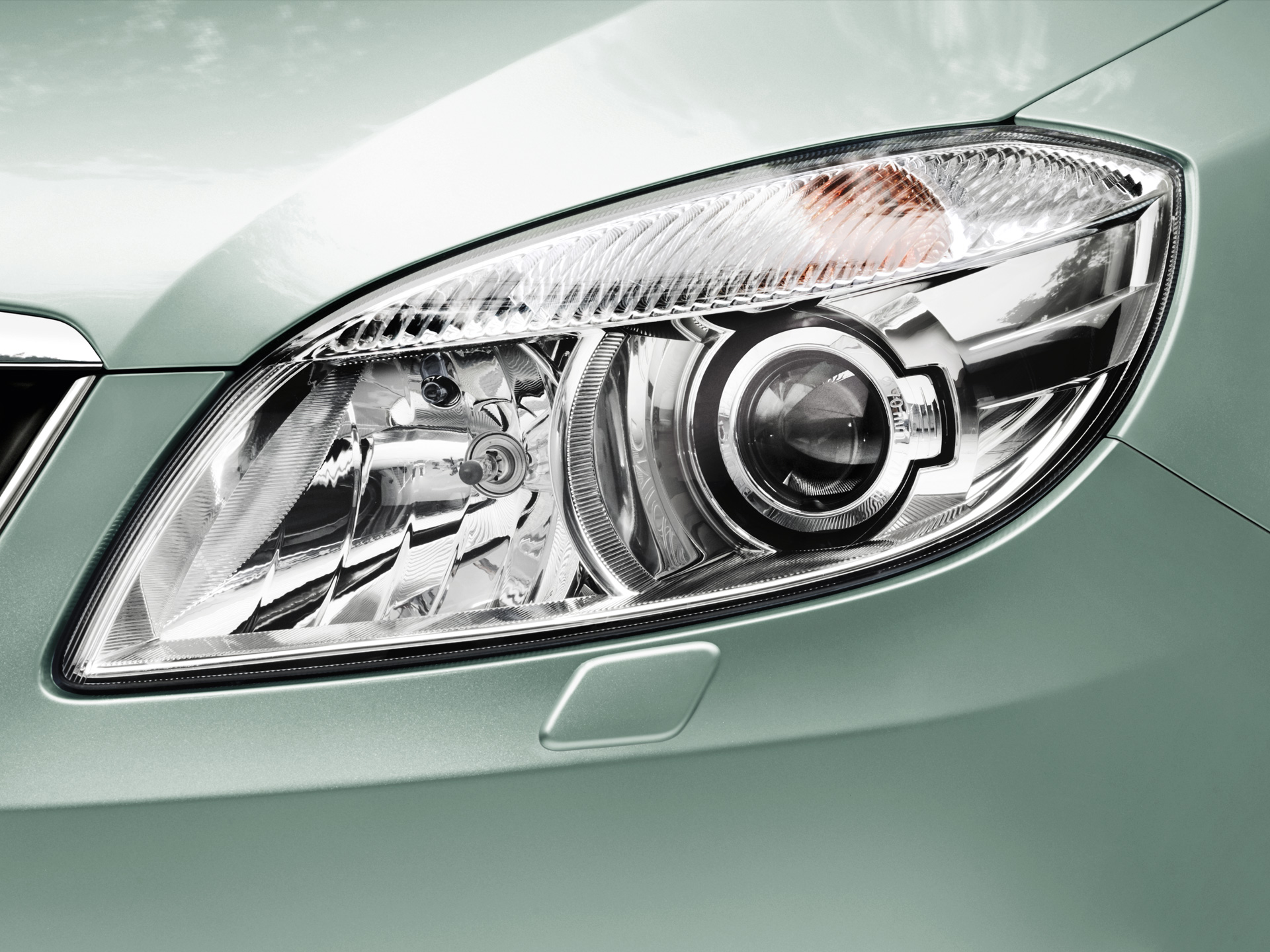 KODA Fabia Main Headlamps with rotary function and Headlamp Washers