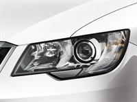 Bi-xenon headlights with dynamic angle control